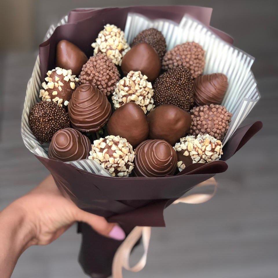 Букет из клубники в молочном шоколаде Image